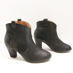 Clarks ankle balck boots size 7.5